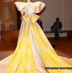 Roberto Capucci - Haute Couture - Robe de Mariée - Traine Jaune avec Noeud