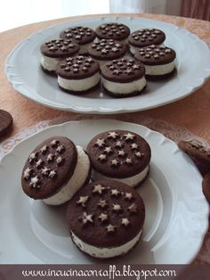 Ehm...forse ho esagerato un po' con le foto, ma sono talmente belli questi mini-gelatini che ne valeva la pena! :)   Ingredienti:  1 conf...
