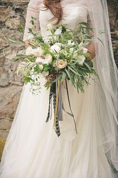 lush white bouquet | Bit of Ivory Photography | Glamour & Grace