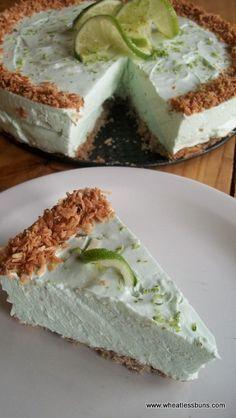 Pastel de queso, coco y lima bajo en carbohidratos y sin gluten - Low Carb Lime Coconut Cheesecake. Gluten Free. Wheatless Buns