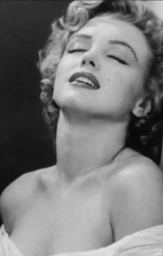 Marilyn Monroe by Philippe Halsman Young Marilyn Monroe, Marilyn Monroe Quotes, Classic Hollywood, Old Hollywood, Philippe Halsman, Cinema Tv, Joelle, Norma Jeane, Pin Up