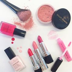 Feeling #prettyinpink while playing around with our favorite rosy #beauty products!