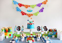 """For the boys...love it! """"Aliens Love Underpants"""" Birthday Party"""