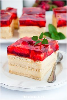 sernik gotowany Strawberry Sweets, Jello Cake, Vegan Ramen, Unique Desserts, Different Cakes, Just Cakes, I Want To Eat, Cheesecakes, Delish