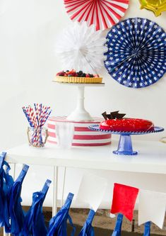 Learn How to Throw a of July Party with these six easy tips and tricks by Lindi Haws of Love The Day. Plus a lot of free printable to help you out! 4th Of July Desserts, Fourth Of July Food, 4th Of July Celebration, 4th Of July Party, Mylar Letter Balloons, July Game, 4th Of July Makeup, July Images, Party Themes