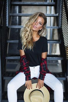 Ii like the plaid looking like arm bands Girl Pictures, Girl Photos, Photography Poses, Fashion Photography, Fashion Shoot, Fashion Outfits, Poses Photo, Photo Shoot, Senior Picture Outfits