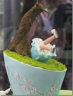 Anna Maria Roche, from Planet Cakes, made this amazing Alice in Wonderland Cake for the 2010 Sydney Royal Easter Show