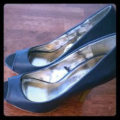 🐾⚘🐞Madden Girl Navy Blue Heels Navy Blue Leather Heels 5 inch Heels  In great shape except the price tags in right shoe. No scuffs or tears. Steve Madden Shoes Heels