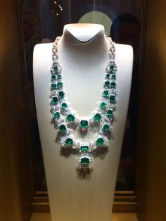 An incredible emerald and diamond double sautoir necklace, featuring over 200 carats of Colombian emeralds, was the main attraction at Van Cleef & Arpels booth at the Biennale des Antiquaires. Emerald Necklace, Emerald Jewelry, High Jewelry, Diamond Jewelry, Emerald Diamond, Jewelry Necklaces, Emerald Rings, Ruby Rings, Diamond Necklaces