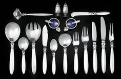 A GEORG JENSEN STERLING SILVER CUTLERY SETTING, CACTUS PATTERN, DESIGNED BY GUNDOLPH ALERTUS IN 1930