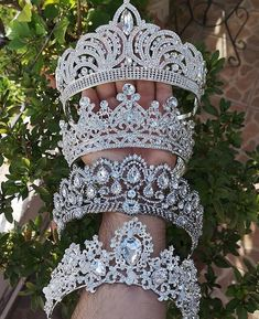 💕 day someone who would love this this ☝️ # wedding dress … 2020 – bridal crown # bridal crown # bridal crown to order # bridal crown Golden wedding Cute Jewelry, Hair Jewelry, Wedding Jewelry, Quinceanera Tiaras, Quinceanera Dresses, Bridal Crown, Bridal Tiara, Fantasy Jewelry, Tiaras And Crowns