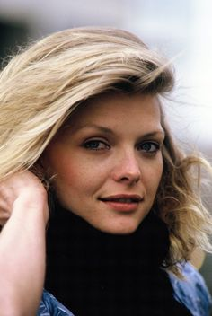 Actress Michelle Pfeiffer poses on set during filming of 'Into The Night'… Michelle Pfeiffer, Julie Christie, Celebrity Faces, Actrices Hollywood, Raquel Welch, Portraits, Kate Winslet, Pretty Men, Celebs