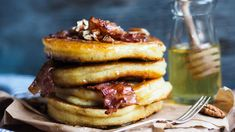 Ida Gran-Jansens amerikanske pannekaker | Godt.no Norwegian Food, Norwegian Recipes, Sandwiches, Pancakes And Waffles, Dessert Drinks, Piece Of Cakes, Crepes, Just Desserts, Nom Nom