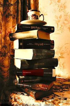 Tower of Harry Potter books and coffee Harry Potter Welt, Harry Potter Books, Harry Potter Love, James Potter, Tea And Books, I Love Books, Good Books, Pics Of Books, Big Books
