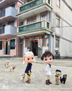 """""""These naughty little sisters, are in a bit of a strop! Neither say they're sorry, not a teenie weenie drop! I'm sure you think they're very bad to be so very rotten, but give them two more minutes and this tiff will be forgotten!"""" #sisters  #strop  #hongkong  #dewdropteddybears  #domenicamoregordon  #dakawaiidolls  #blythe  #blythedoll  #streetphotography  #villiage  #inkarno_art  #livethelittlethings  #violetpie"""