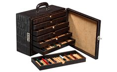 Leather briefcase for fountain pens by the firm Absolute Breton: briefcase for 120 fountain pens with leather from Ubrique, handmade in Spain. Woodworking Ideas For Wife, Sharpies, Childrens Wall Murals, Purple Pen, Pen Storage, Vintage Pens, Pen Turning, Pencil Boxes, Fountain Pen Ink