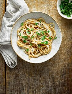Make a low-calorie, smooth and creamy pasta sauce in 15 minutes using just cottage cheese, milk, garlic granules and a little cornflour... magic!
