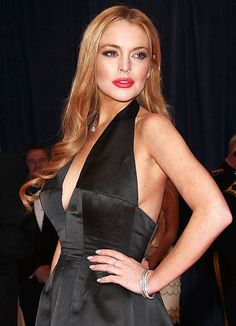 Lindsay Lohan strips down in movie trailer for 'The Canyons'