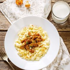 Scrambled Eggs With Fried Chanterelles. Delicious for breakfast, lunch or dinner. Scrambled Eggs, Risotto, Fries, Bakery, Lunch, Breakfast, Ethnic Recipes, Omelettes, Food