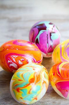 DIY Marbled Easter Eggs.