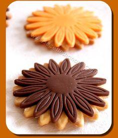 Waffle Cookies, Cake Cookies, Crystal Cake Stand, Famous Desserts, Tunisian Food, Semolina Cake, Pastry Art, Ramadan Recipes, Holiday Treats