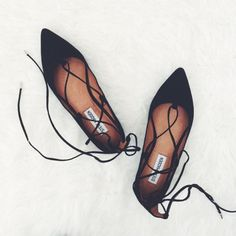 These Steve Madden lace up flats are the shoes of the season! These Steve Madden lace up flats are the shoes of the season! Cute Shoes, Me Too Shoes, Looks Style, My Style, Quoi Porter, Shoe Boots, Shoes Heels, Shoe Closet, Crazy Shoes