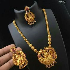How To Clean Gold Jewelry With Vinegar Key: 9566058081 Indie, Gold Jewellery Design, Handmade Jewellery, Gold Models, Clean Gold Jewelry, Jewelry Patterns, Necklace Designs, Wedding Jewelry, India Jewelry