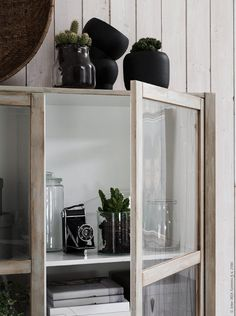 Everyone loves a good IKEA hack and it doesn't get easier and most effective than these two, I. Diy Interior, Home Interior Design, Interior Styling, Furniture Makeover, Diy Furniture, Ikea Storage, French Decor, Diy Home Decor, Kitchens