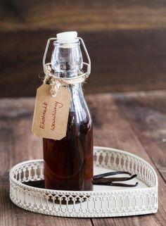 Wyjątkowy dodatek do Waszych wypieków i deserów. Waniliowe ciasteczka, sernik a może torcik z kremem waniliowym? Cokolwiek wybierzecie domowy ekstrakt będzie idealnym dodatkiem. Rozsmakujcie się w szlachetnym aromacie prawdziwej Wanilii Bourbon z Madagaskaru Dr. Oetkera.