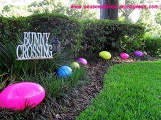 TheSeasonalHome.com (outdoor Easter Eggs)