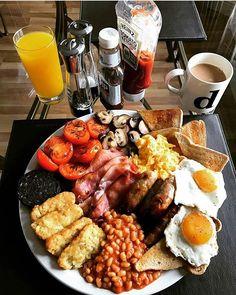 Setting us up for tonight Breakfast Platter, Breakfast Desayunos, Breakfast Recipes, English Breakfast Traditional, English Breakfast Ideas, Good Food, Yummy Food, Western Food, Easy Smoothie Recipes