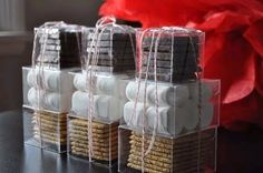 Looking for a nice DIY holiday gift? Treat the foodies on your Christmas list to these adorable homemade S'mores kits. Winter Wedding Favors, Diy Wedding Favors, Party Favors, Fall Wedding, Wedding Ideas, Trendy Wedding, Winter Weddings, Wedding Bonfire, Rustic Wedding