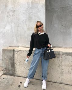 35 Ways to Style Casual Minimalist Jeans - How to wear Mom jeans, Straight leg - Carpets Mag Mode Outfits, Retro Outfits, Trendy Outfits, Fall Outfits, Vintage Outfits, Teenage Outfits, Sporty Outfits, Summer Outfits, Outfits For Men