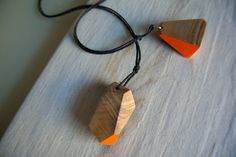 Pendente in olivo, tagliato e decorato a mano di Wood&cut su Etsy