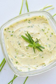kruidenboter zelf maken? Geen probleem met dit recept! The easiest way to make yourself garlic butter!