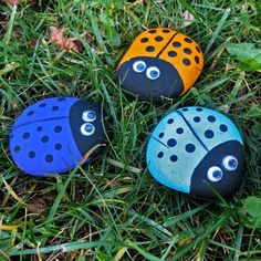 Ladybug Rocks ... so cute! just need acrylic paint, eyes, black marker & acrylic sealer spray (can make these out of rocks or bottle caps)