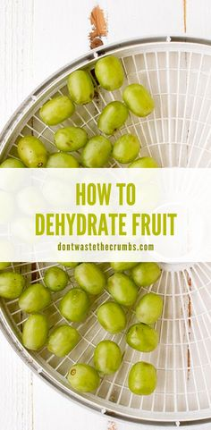 Learning how to dehydrate fruit is very easy with these simple steps. Dried fruits make for perfect healthy snacks or use them in your favorite recipes like our homemade granola bars! Simple instructions for grapes, bananas, blueberries, strawberries, peaches, mango's, persimmon Lunch Recipes, Healthy Dinner Recipes, Real Food Recipes, Healthy Snacks, Homemade Granola Bars, Easy Delicious Recipes, Healthy Side Dishes, How To Make Salad, Diy Food