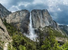 Explore Yosemite National Park during your stay in Mammoth Lakes, CA. The east entrance of the esteemed national park is easily accessible from the Eastern Sierra region. Famous Waterfalls, Beautiful Waterfalls, California National Parks, Yosemite National Park, Yosemite California, California Usa, Drones, Yosemite Wallpaper, Yosemite Waterfalls