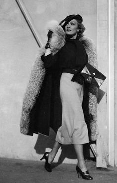 Style Icon: Marlene Dietrich From smartly tailored pantsuits to fedoras and bow ties, Dietrich's tastes leaned heavily towards menswear dressing, yet the silver screen star of the '20s and '30s still exuded an undeniably feminine sensuality.