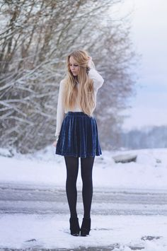 Blue velvet skirt outfit for winter Mode Outfits, Skirt Outfits, Outfits For Teens, School Outfits, Winter Skirt Outfit, Winter Outfits, Winter Fashion Casual, Autumn Fashion, Casual Winter