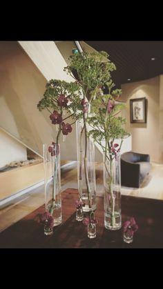 Composition florale avec tube en verre