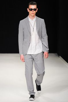 Richard Nicoll Spring 2014 Menswear Collection Slideshow on Style.com