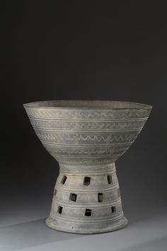 Korea, Gyeongsangbuk-do province, Gyeongju area, Bowl-shaped Pedestal Stand, late 5th century, stoneware with incised wave patterns and raised bands
