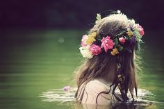 Wear fresh flowers in yoru hair as much as possible, be a goddess