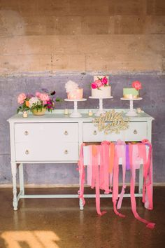 If I had to describe this Texan soiree from Nbarrett Photography in just a few words, it'd be bright, whimsical and just plain fun. With cheerfularrangements byBows And Arrows and scrumptiouscakes byLayered Bake Shop, every charming detailwill have you scrolling