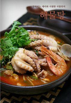 골라먹는 재미와 시원한 국물맛의 해물탕 – 레시피 | Daum 요리 Crock Pot Curry, K Food, Asian Recipes, Ethnic Recipes, Slow Cooker Soup, Korean Food, Japchae, Thai Red Curry, Crockpot