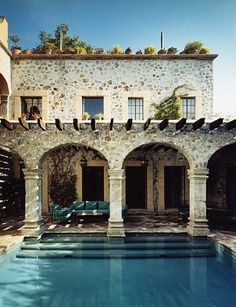 Modern Mediterranean villa with swimming pool. Amazing Swimming Pools, Cool Pools, Outdoor Spaces, Outdoor Living, Outdoor Pool, Mediterranean Decor, Mediterranean Architecture, Spanish Architecture, Spanish Style