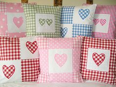 Gingham cushions - oh, so pretty! Lili has to love gingham (and brodrais anglais! Patchwork Heart, Patchwork Cushion, Quilted Pillow, Sewing Pillows, Diy Pillows, Decorative Pillows, Throw Pillows, Fabric Crafts, Sewing Crafts