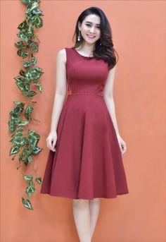 damvayxinh.net - Đầm xòe sát nách kết cườm màu đỏ xinh xắn Simple Dresses, Cute Dresses, Girls Dresses, Girls Fashion Clothes, Clothes For Women, Skirt Fashion, Fashion Dresses, Pink Flower Girl Dresses, Frocks For Girls