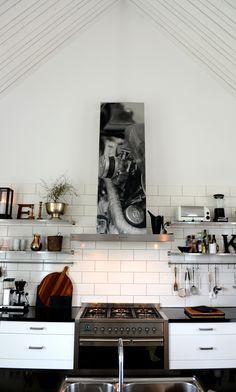 Kök, kitchen fläkt svartvitt Både konstverk och funktion.